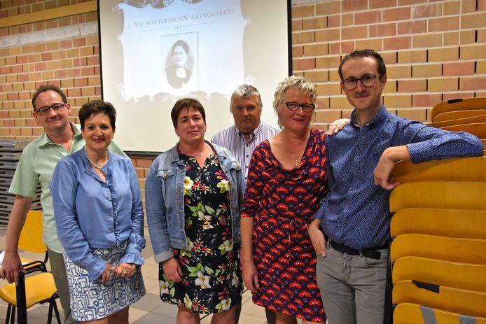 Het Comité Léonie met bestuursleden  Peter Deman, Karien Geldhof, Petra Mulle, Marnick Gunst, voorzitster Aleidis Durnez en Thijs D'Alleine