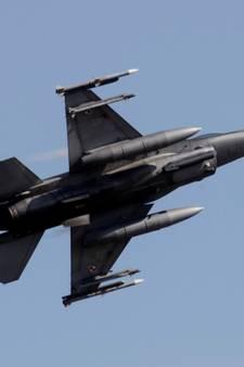 Klapband F16 tijdens landing  op Vliegbasis Eindhoven