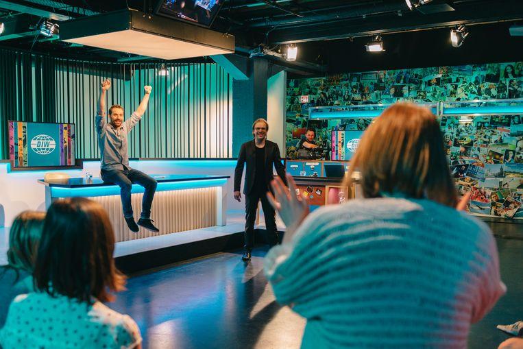 Otto-Jan Ham en sidekick Jan Jaap van der Wal brengen het studiopubliek in de juiste stemming. Beeld Illias Teirlinck