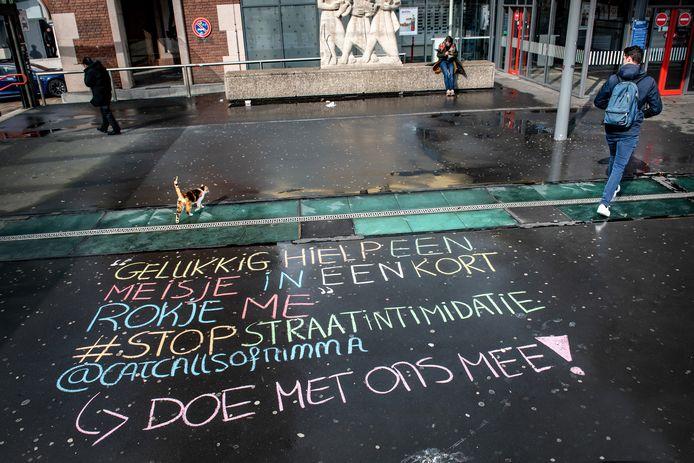 De 'chalkback' van instagramaccount CatcallsofNimma op het stationsplein.
