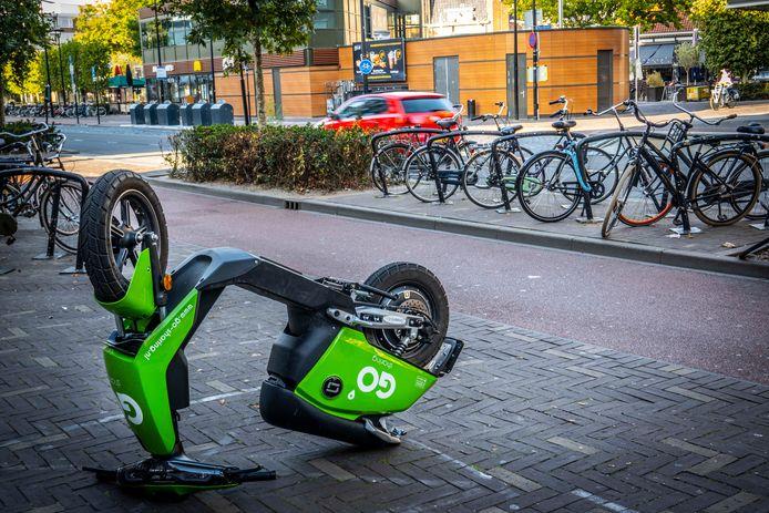 Niet alleen in Alphen zijn er problemen met scooters van Go Sharing, zoals rijden zonder rijbewijs en vernielingen.  In Tilburg zijn de tweewielers ook doelwit van vandalen.