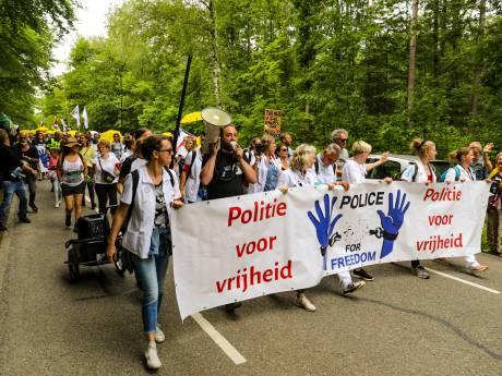 LIVE | 1265 nieuwe besmettingen en één sterfgeval, protestmars door Apeldoorn trekt duizenden mensen