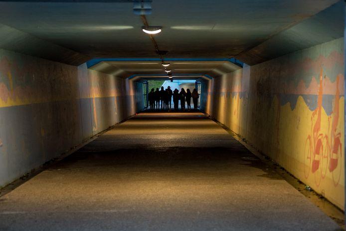 Jongeren zochten deze zomer na middernacht hun vertier in tunneltjes en op het strand. Dat zorgde op sommige plekken voor overlast en zelfs misdragingen.