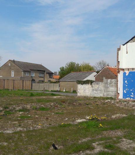 Onbewoonde huizen Beatrixstraat Kloosterzande nog dit jaar tegen de vlakte