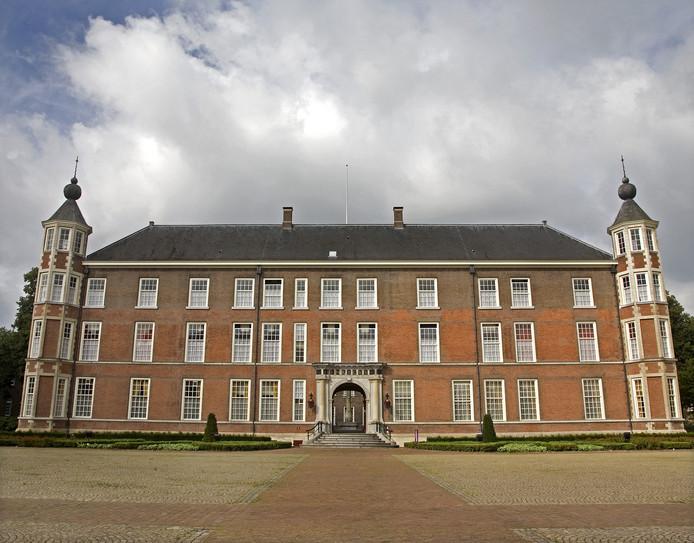 Vijf studenten van de KMA in Breda die elkaar nazi-afbeeldingen toestuurden worden gestraft.