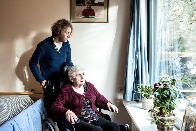 Documentairemaker Wannes Deleu verbleef een maand bij zjin grootmoeder in het zorgcentrum. Beeld Tine Schoemaker
