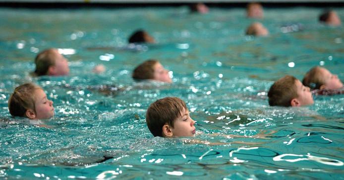 Schoolzwemmen in Dordrecht.
