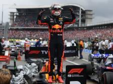 Verstappen wint sensationele regenrace in Duitsland
