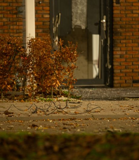 Explosie blaast voordeur van woning weg en wekt buurt ruw, maar wat het precies was?