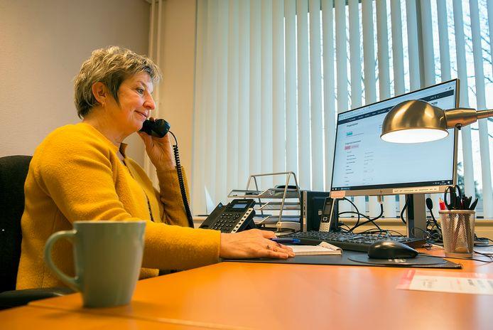 Jacqueline is vrijwilligster bij de Luisterlijn. Ze biedt bellers die hun verhaal kwijt willen een luisterend oor.