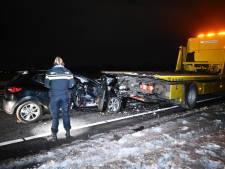 Auto botst tegen bergingswagen in Wierden: bestuurder aangehouden