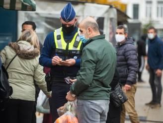 """Politie controleert naleving coronamaatregelen op Rooseveltplaats en Sint-Jansplein: """"De meeste mensen dragen braaf hun mondmasker."""""""