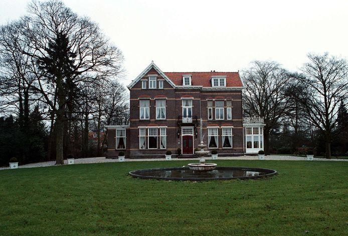 In 1997 werd de monumentale villa aan de Haarenseweg, vlakbij de spoorwegovergang naar de Joannes Lenartzstraat, gerestaureerd.