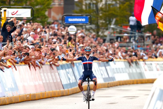 Julian Alaphilippe werd in Leuven voor de tweede keer wereldkampioen wielrennen.