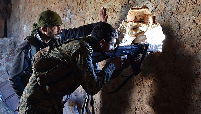 Een Syrische regeringsstrijder in al-Bab, Aleppo. Beeld afp