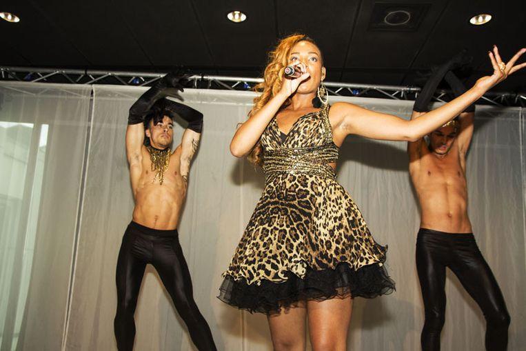 Zangers Raffaella Patong zong het officielle Gaypride lied 2013 'I am proud'.<br /> <br /> <br /> <br /><br /> Beeld Pieter Dammen