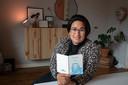 Marlijn Salakay uit Kampen kreeg een spaarboekje van de Postbank in handen waarmee haar opa en oma altijd voor haar hebben gespaard. Nu blijkt ze het ook nog te kunnen verzilveren via de ING. Van het geld koopt ze iets voor haar toekomstige kind.