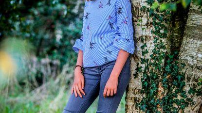 """Marie (13) trekt van deur tot deur om dorpsgenoten te overtuigen een boom in hun tuin te planten: """"Mijn droom? Een extra boom in 100 tuinen"""""""