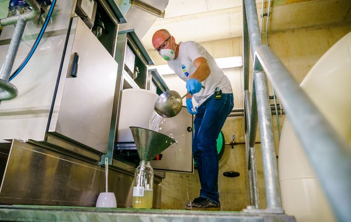 De actuele cijfers komen van het RIVM, maar onder andere het Erasmus MC doet bij de waterzuiveringsinstallatie in het Dokhavenpark ook onderzoek naar corona in het rioolwater.
