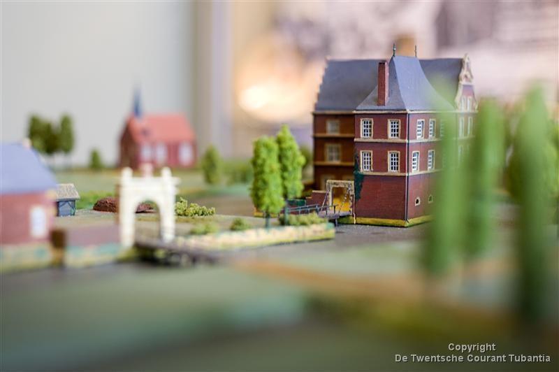 De maquette van Huys Hengelo in Museum Hengelo: de geschiedenis van de bewoners van het Huys is een van de verhalen die er te vertellen zijn.