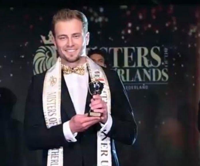 Een fragment uit de livestream van Misters of The Netherlands: Kevin Nikolov uit Zaltbommel eindigde bij de beste vijf in de verkiezing van de mooiste man van Nederland.