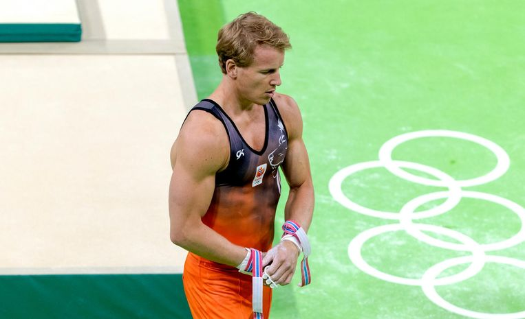 Epke Zonderland na zijn oefening op de rekstok tijdens de kwalificatie turnen tijdens de Olympische Spelen Beeld anp