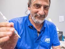 Voor Syrische arts Obaida (52) is vaccineren méér dan een baan: 'Nu heeft hij weer een doel'