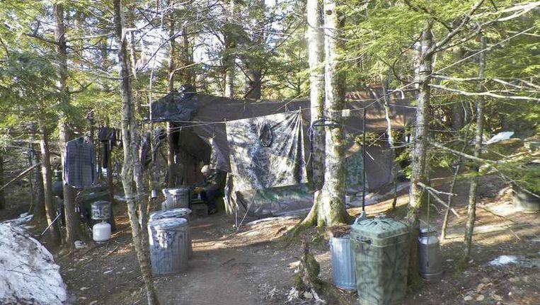 De hut in de bossen van Maine, waar Christopher Knight 27 jaar van zijn leven doorbracht Beeld reuters