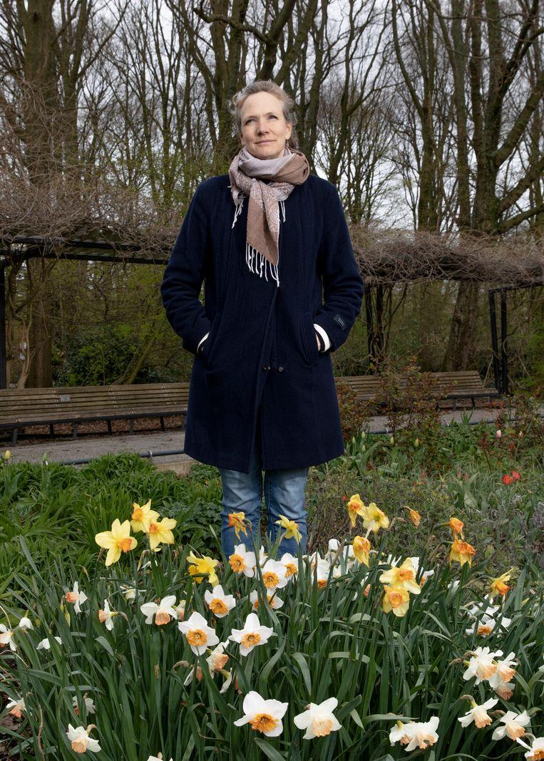 Elspeth Diederix in The Miracle Garden: 'Elk jaar zaai ik weer veel te veel.'   Beeld Lin Woldendorp