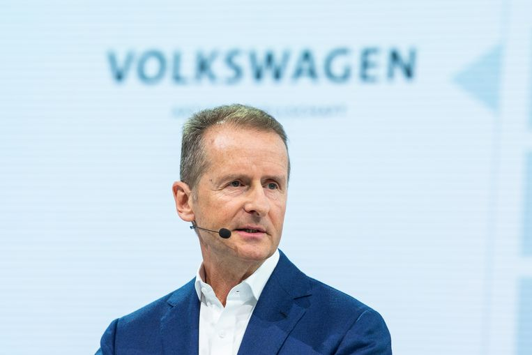 Topman Herbert Diess van Volkswagen tijdens de jaarlijkse persconferentie in Wolfsburg. Beeld Christophe Gateau/dpa