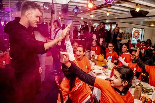 DJ Romero opende vanochtend de week van het Nationaal Schoolontbijt in Rotterdam.