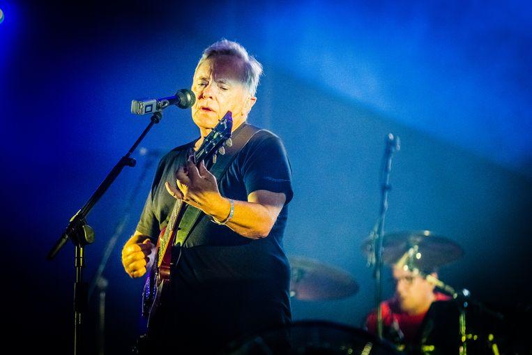 Tijdens het optreden van New Order golft de euforie door de Bravo. Beeld Ben Houdijk