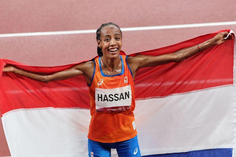 Sifan Hassan, na afloop van haar gouden 5.000 meter.  Beeld AFP