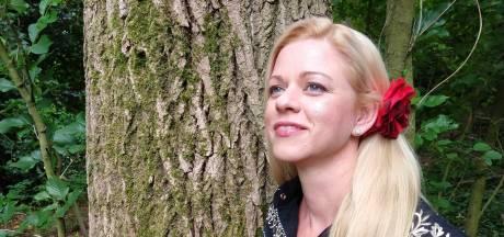 Anica (45) uit Westerhaar wint een country-award in Texas: 'Dit betekent veel voor me'