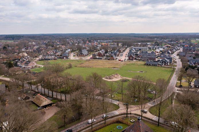 Op deze plek moeten de komende jaren 85 woningen verrijzen. Het appartementencomplex krijgt waarschijnlijk een plekje op de hoek van de Nachtegaalweg en Stakenbergweg.