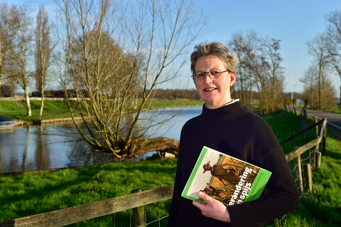 Laura Kooistra beschrijft in haar boek Verandering van Spijs de ontwikkeling van eetgewoonten en voedselbereiding in de afgelopen 10.000 jaar.