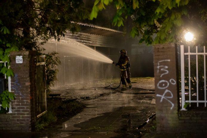 Brand bij overkapping van voormalig schoolterrein in Roosendaal.