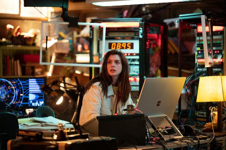 In Solos speelt Anne Hathaway in aflevering Leah alsof er een tweede Oscar op het spel staat.  Beeld Jason LaVeris/Amazon Prime Video