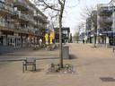 Het terras van lunchtaria Samsam moet meer opschuiven naar het midden van de straat om de klanten in het zonnetje te zetten.