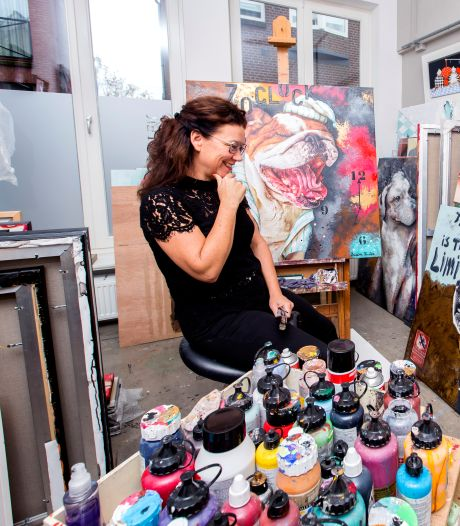 Hoe oplichters kunstenaar Susan (51) voor honderden euro's proberen te tillen (en zij is niet de enige)