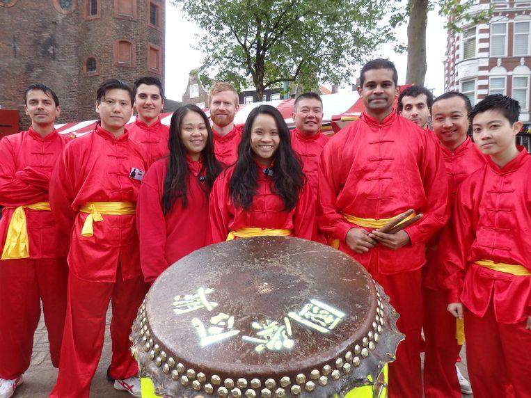 De boeddhistische vereniging Yat Hong uit Den Haag, met trommel Beeld Schuim