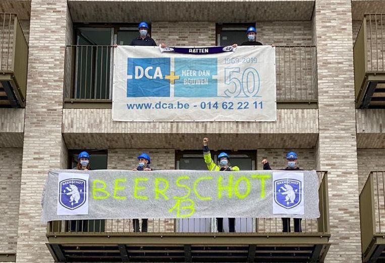 DCA, het bedrijf van Beerschot-voorzitter Francis Vrancken, hangt de clubkleuren uit. 'Ik denk dat we nu bij DCA géén enkele Antwerp-fan meer in onze rangen hebben. Ik heb die mannen allemaal overtuigd.' Beeld RV/Francis Vrancken