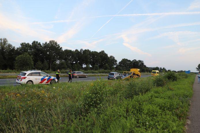 Automobilist botst tegen vangrail op A50 bij Sint-Oedenrode.