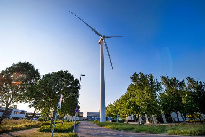 Windmolens op bedrijventerrein Lansinghage in Zoetermeer. Over iets minder dan twintig jaar moet Zoetermeer van het gas af zijn. CDA Zoetermeer vraagt zich nu af wat dat gaat kosten.