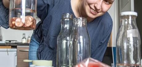 Belgische studente in Zwolle vraagt eurocentmuntjes voor onderzoek blauwe vingers