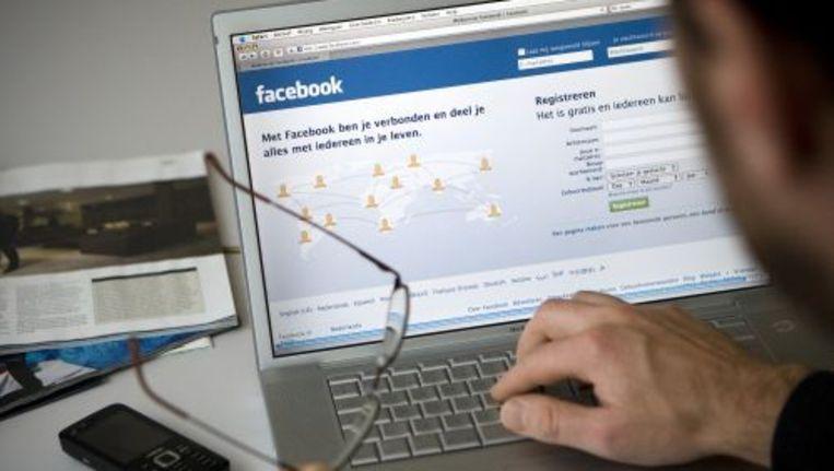 Ontvrienden betekent virtuele vrienden dumpen door deze te schrappen uit vriendenlijstjes op vriendenwebsites zoals Facebook. Foto ANP Beeld