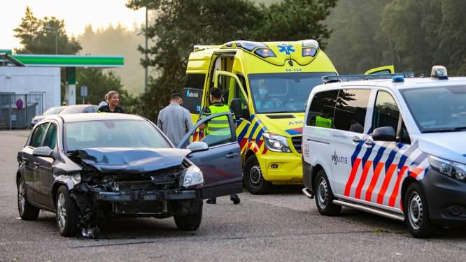 Automobilist klapt op vangrail van A1 bij Ugchelen, haalt de parkeerplaats en wordt aangehouden