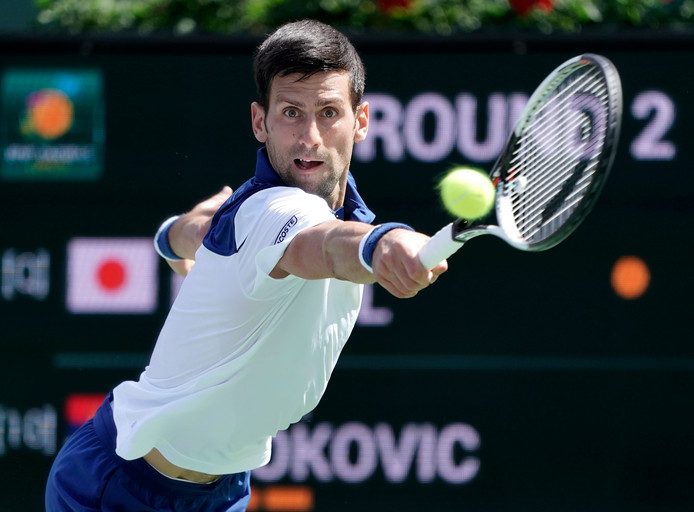 epa06596922 Novak Djokovic of Serbia in action against Taro Daniel of Japan during the BNP Paribas Open at the Indian Wells  Tennis Garden in Indian Wells, California, USA, 11 March 2018.  EPA/JOHN G. MABANGLO