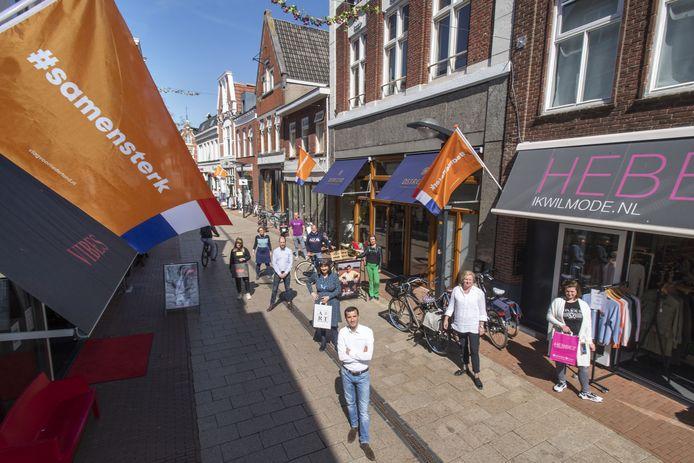 Haverstraatpassage in april: de ondernemers voor hun winkels. In een periode dat de stad zo'n beetje op slot zat, hielden ze hun zaken open.