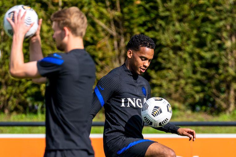 Jurriën Timber oogt volledig op zijn gemak bij het Nederlands elftal. Beeld Marcel van Dorst/Pro Shots